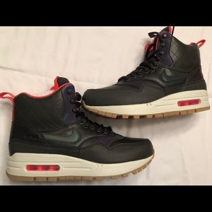 Women Air Max Sneaker Boot